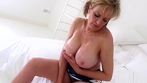 Adulterous british mature lady sonia shows off her huge naturals